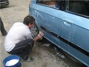 ГИБДД проведет облаву на любителей мыть автомобиль во дворе