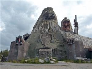 Этот огромный тролль в парке на острове Сенья занесен в Книгу рекордов Гиннесса