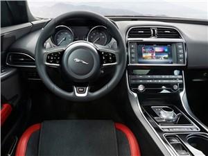 Предпросмотр jaguar xe 2015 водительское место