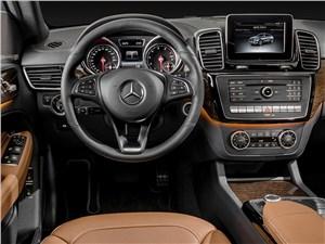 Предпросмотр mercedes-benz gle coupe 2016 водительское место
