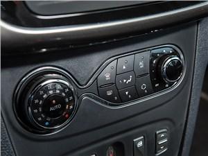 Renault Sandero 2013 управление климатом
