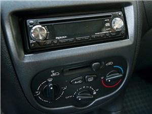 Peugeot 206 2006 центральная консоль