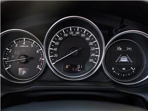 Mazda MX-5 2016 приборная панель