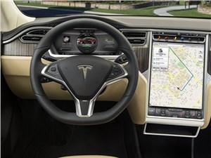 Tesla Model S взломали во время движения