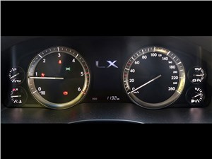 Lexus LX 2016 приборная панель