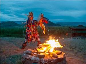 Ритуал шамана выглядел таинственно и завораживающе. Верить ли в его колдовство? Хотите – верьте…