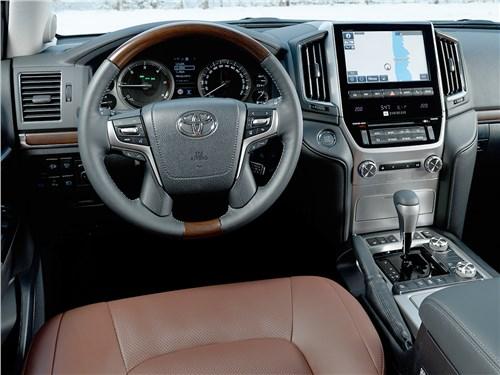 Toyota Land Cruiser 2016 салон