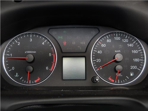 UAZ Pickup 2014 приборная панель