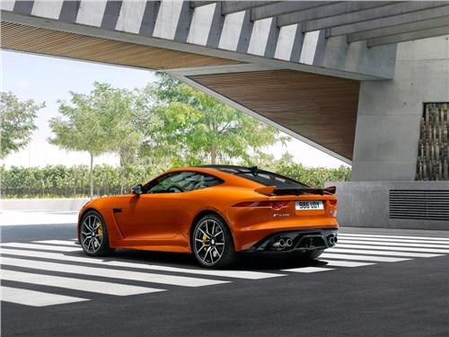 Предпросмотр jaguar f-type svr coupe 2016 вид сбоку сзади