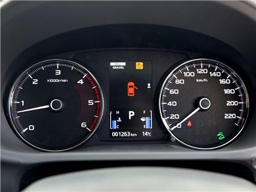 Mitsubishi Pajero Sport 2016 приборная панель