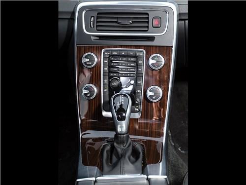 Volvo V60 Cross Country 2015 центральная консоль
