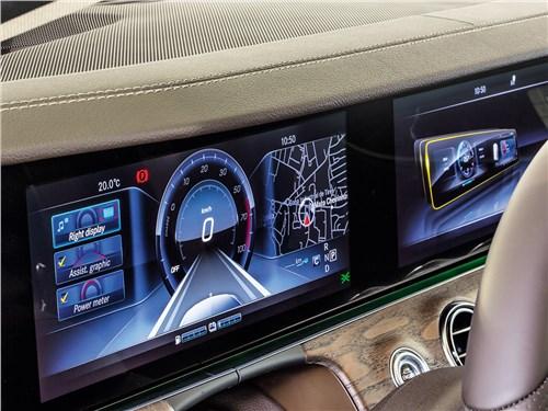 Mercedes-Benz E-Klasse 2017 приборная панель