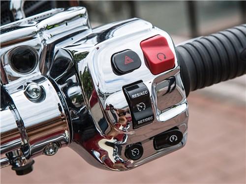 Indian Roadmaster кнопки управления на правой ручке руля