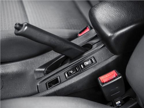 Nissan Almera Classic 2006 стояночный тормоз