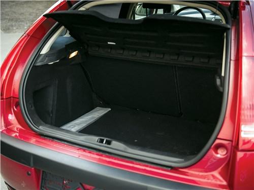Citroen C4 2004 багажное отделение