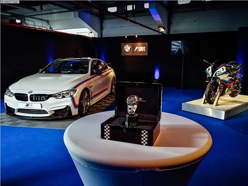 BMW M4 с прицепом