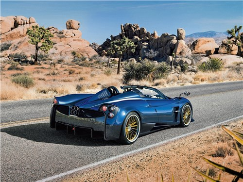 Предпросмотр pagani huayra roadster 2017 вид сзади