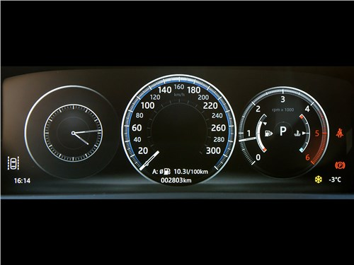 Jaguar F-Pace 2016 приборная панель