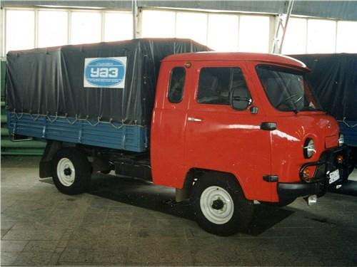 6. Бортовой грузовик УАЗ, выпускающийся с конца 1950-х,