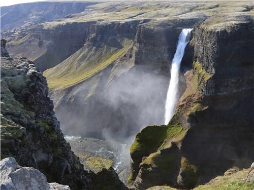 Низвергающиеся с сотен метров тонны воды представляют собой потрясающее зрелище