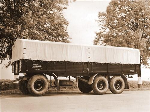 В начале 1950-х более 200 сотрудников были заняты на производстве грузовых прицепов весом до 40 т