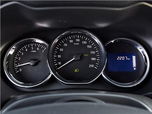 Nissan Terrano 2016 приборная панель
