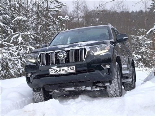 Toyota Land Cruiser Prado самостоятельно, без участия водителя, взбирается на снежный уклон. Как это выглядит в салоне?
