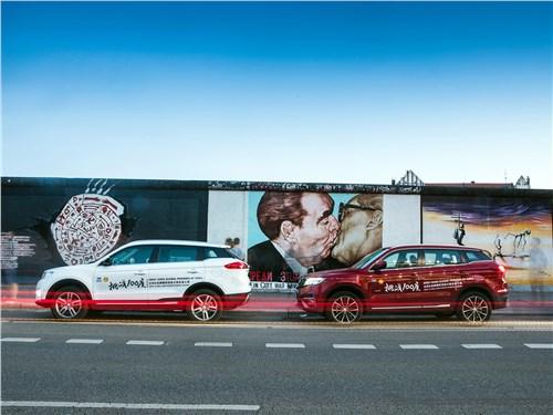 Некогда мрачная Берлинская стена теперь чрезвычайно популярна у туристов