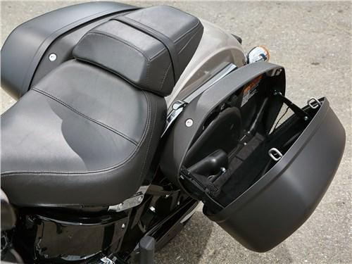 Harley-Davidson Sport Glide сиденье и боковые кофры