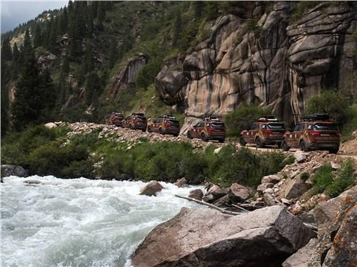 Land Rover Discovery органично смотрятся на фоне дикой природы
