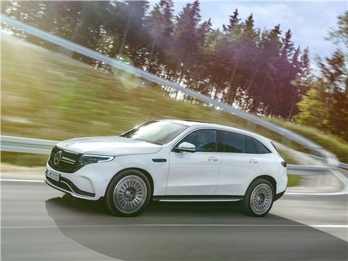 Новость про Mercedes-Benz EQC - Mercedes-Benz EQC 2020 вид сбоку