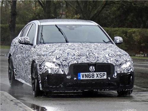 Новость про Jaguar XE - Jaguar выводит на тесты обновленный XE