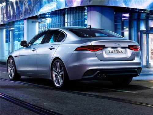 Предпросмотр jaguar xe 2020 вид сзади