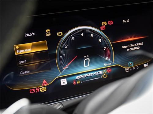 Mercedes-AMG GT 4-Door Coupe 2019 приборная панель
