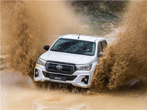 Toyota HiLux - Toyota Hilux Special Edition 2019 вид спереди