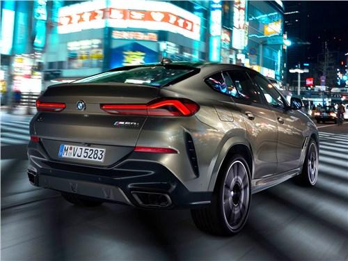 BMW X6 M50i 2020 вид сзади