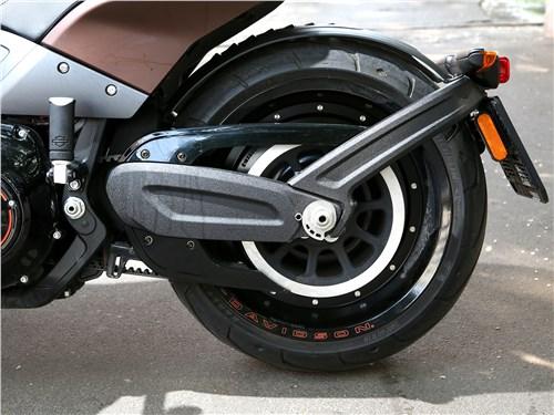Harley-Davidson FXDR заднее колесо