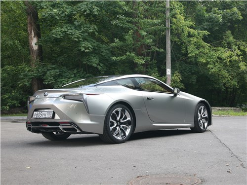 Lexus LC 500 2018 вид сзади