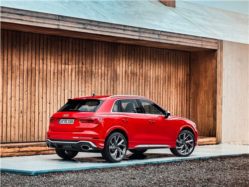 Audi RS Q3 2020 вид сбоку сзади