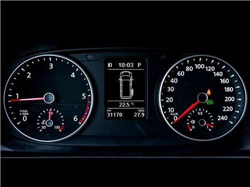 Volkswagen Caravelle 2015 приборная панель