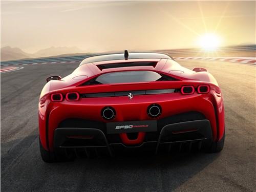 Ferrari SF90 Stradale 2020 вид сзади