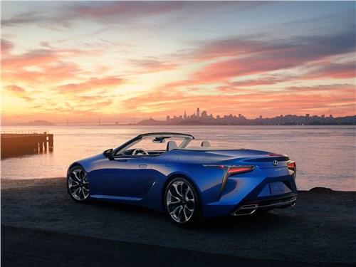 Предпросмотр lexus lc 500 convertible 2021 вид сзади