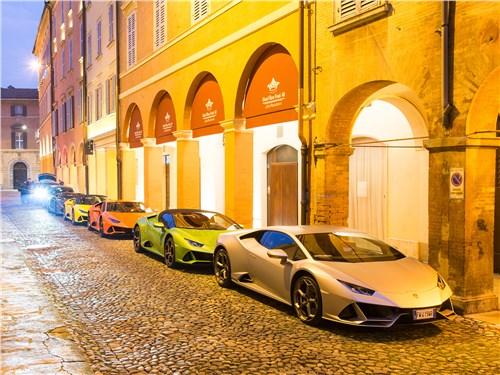 Двухдневный тест-драйв Huracan, Aventador и Urus начался в центре Модены