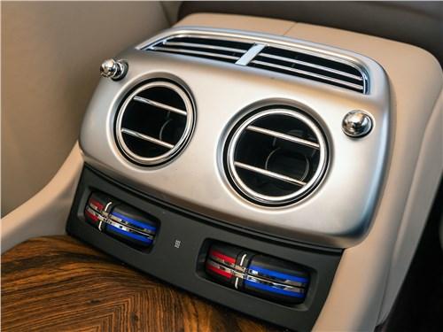 Rolls-Royce Wraith 2014 климат для пассажиров