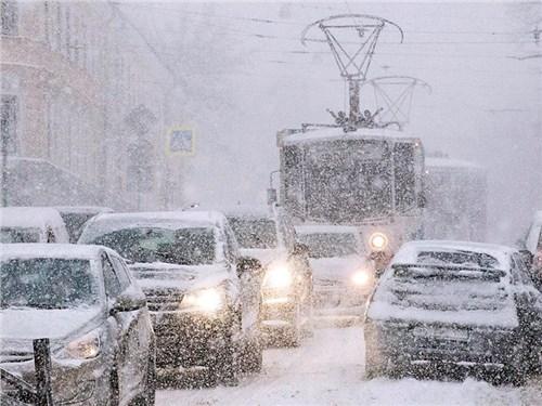 Водителей просят отказаться от поездок из-за снегопада