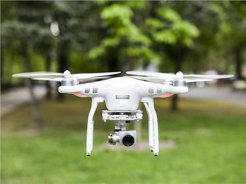 В Geely начали доставлять ключи от автомобилей с помощью дронов