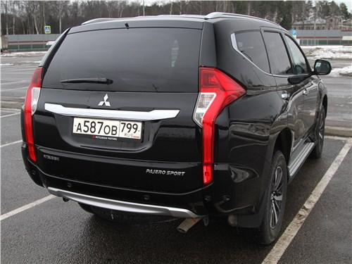 Mitsubishi Pajero Sport 2020 вид сзади