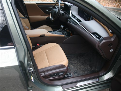 Lexus ES (2019) кресла