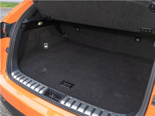 Lexus NX 2018 NX 300 АТ6 багажное отделение