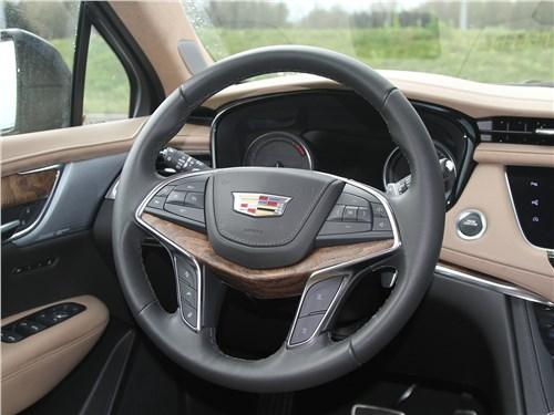 Cadillac XT5 2020 руль